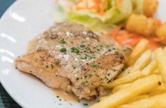 Filete de pollo y salsa de pimientos