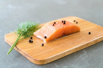 Filete de salmón fresco a bordo
