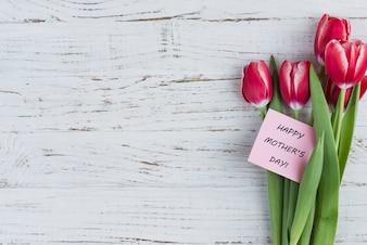 Flores bonitas y tarjeta para el día de la madre