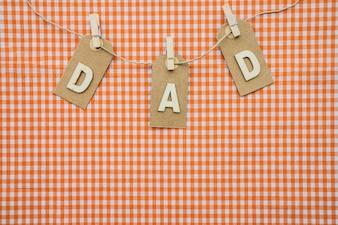 Fondo a cuadros con guirnalda para el día del padre