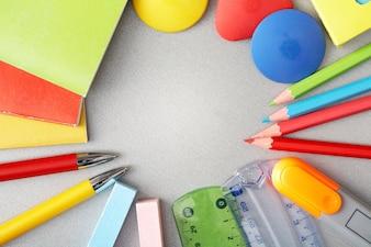 Fondo con material escolar