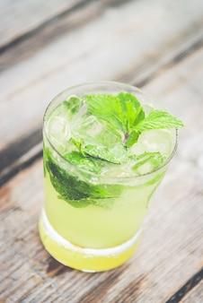 Fondo de la vendimia bebida de zumo de hielo