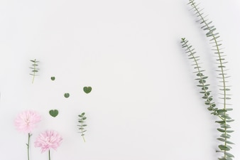 Fondo floral romántico con detalles de color