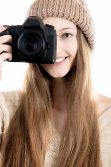 Fotógrafa con cámara reflex profesional de lente única