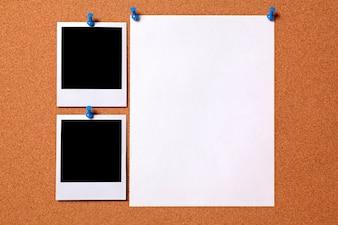 Fotos polaroids en blanco y hoja