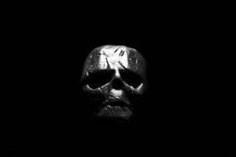 Frente del cráneo del metal