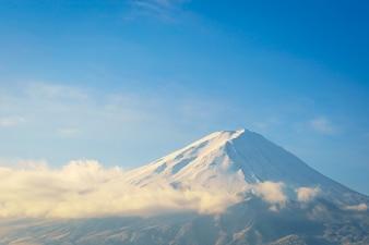 Fuji de la montaña con el cielo azul, Japón