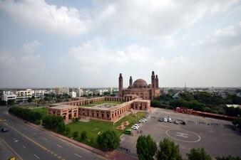 Gran mezquita lahore, lugar