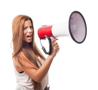 Gritando feliz frustrado gritar hablar