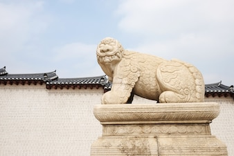 Haechi, estatua de un animal mitológico de león en Gyeongbokgun