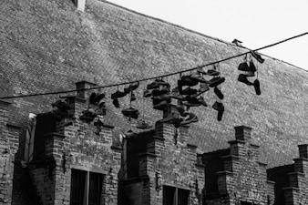 Zapatillas colgando