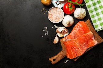 Hierbas vegetales salmón menú saludable