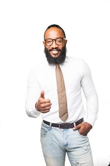 Hombre con corbata con un pulgar arriba