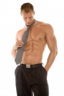 Hombre con corbata y pantalón