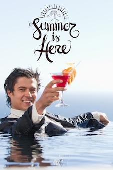Hombre con traje en el agua