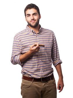 Hombre con un puro en la mano