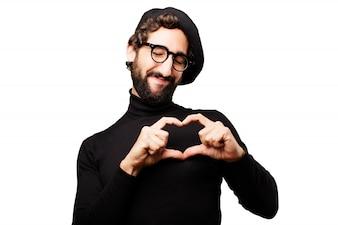 Hombre haciendo un corazón con sus dedos