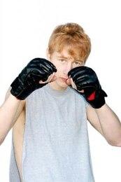 Hombre joven dispuesto a luchar