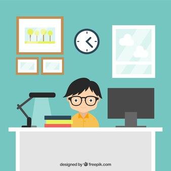 Hombre joven que trabaja en su lugar de trabajo