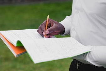Hombre, tenencia, cuadernos, escritura