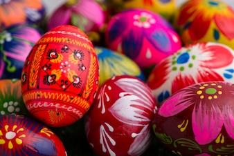 Huevos de pascua con diferentes diseños