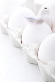 Huevos en la caja para huevos