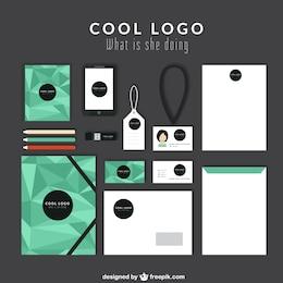 Identidad corporativa con polígonos verdes