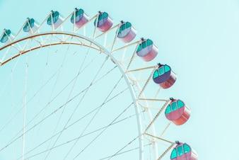 Ilustraciones del color de la rueda de carnaval parque de atracciones
