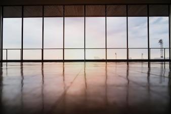 Imagen de las ventanas en morden edificio de oficinas