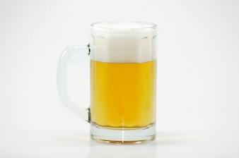 Jarra de cerveza con espuma