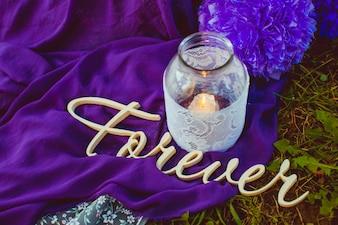 Jarro de cristal con una vela