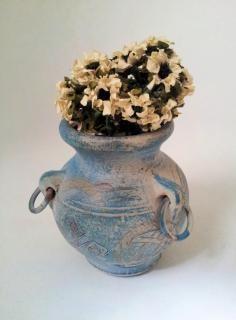 jarrón con decoración de flores