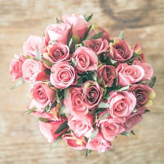 Jarrón de flores rosa
