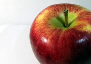 jugosa manzana roja sana