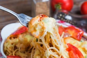 La cena de tomate plato de verdura verde