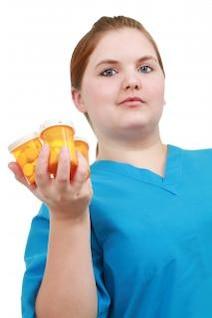 la enfermera con la medicina