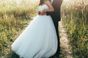 La gente de San Valentín romántico beso casó