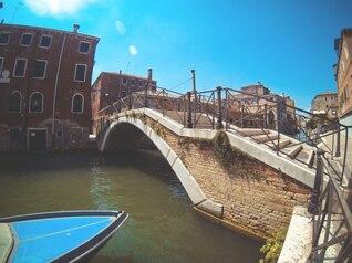 La góndola y el puente