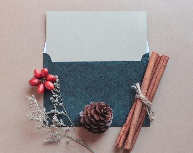 la tarjeta de felicitacin en blanco se burla con las del arte y de la
