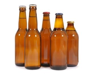 Las botellas de cerveza marrones