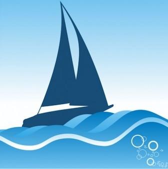 Las olas del mar con la silueta del velero