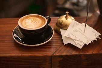 Hoja en el café
