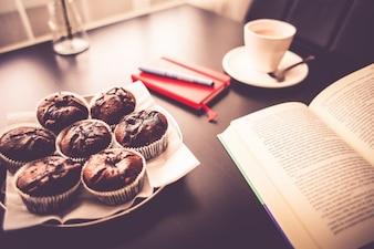 Lectura durante el desayuno
