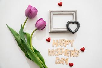 Lettering de feliz día de la madre con objetos lindos