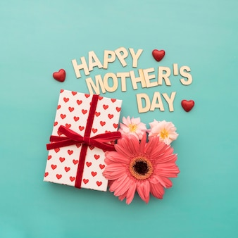 Lettering  happy mother's day , caja de regalos, flores y corazones