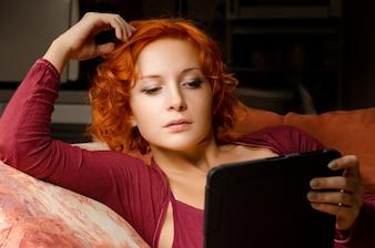 Leyendo su libro electrónico