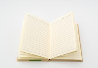 Libro de papel reciclado en el fondo blanco.