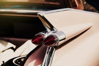 Luces de freno de un coche antiguo
