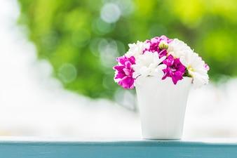 Madera hermoso jarrón de flores textura