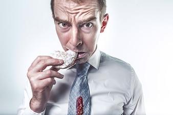 Hombre comer
